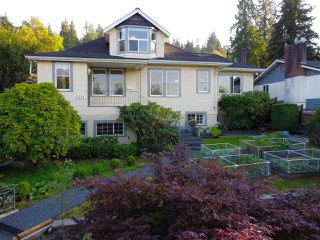 Photo 1: 2321 ST GEORGE Street in Port Moody: Port Moody Centre House for sale : MLS®# R2497458
