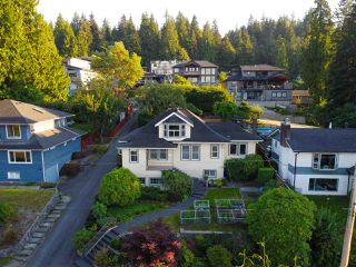 Photo 2: 2321 ST GEORGE Street in Port Moody: Port Moody Centre House for sale : MLS®# R2497458