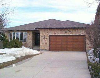 Main Photo: 22 SANDSTONE Place in WINNIPEG: Fort Garry / Whyte Ridge / St Norbert Single Family Detached for sale (South Winnipeg)  : MLS®# 2704125