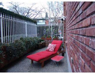 Photo 2: # 105 2036 YORK AV in Vancouver: Condo for sale : MLS®# V690944