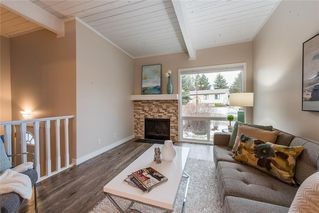 Photo 3: 9970 26 Street SW in Calgary: Oakridge Semi Detached for sale : MLS®# C4275801