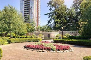 """Photo 3: 904 7388 SANDBORNE Avenue in Burnaby: South Slope Condo for sale in """"MAYFAIR PLACE"""" (Burnaby South)  : MLS®# R2423881"""