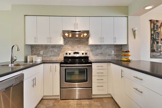 "Photo 7: 104 1232 JOHNSON Street in Coquitlam: Scott Creek Townhouse for sale in ""GREENHILL PLACE"" : MLS®# R2438974"