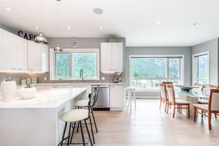 """Photo 7: 2151 CRUMPIT WOODS Drive in Squamish: Plateau House for sale in """"Crumpit Woods"""" : MLS®# R2460295"""