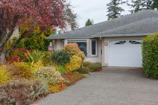 Photo 2: 10389 Resthaven Dr in : Si Sidney North-East Half Duplex for sale (Sidney)  : MLS®# 859000