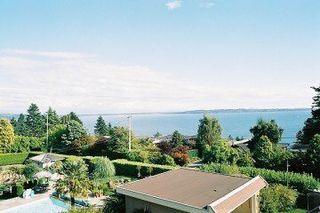 Photo 2: 13936 Marine Drive: White Rock Home for sale ()  : MLS®# F2521390