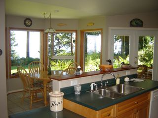 Photo 10: 5588 SEACLIFF ROAD in COURTENAY: Residential Detached for sale : MLS®# 229578