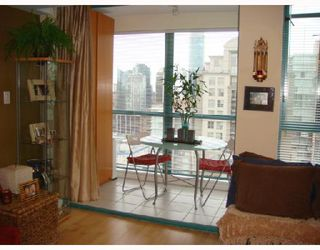 """Photo 2: 3301 939 HOMER Street in Vancouver: Downtown VW Condo for sale in """"THE PINNACLE"""" (Vancouver West)  : MLS®# V691168"""