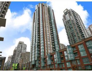 """Photo 1: 3301 939 HOMER Street in Vancouver: Downtown VW Condo for sale in """"THE PINNACLE"""" (Vancouver West)  : MLS®# V691168"""
