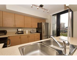 "Photo 4: 378 SMITHE Street in Vancouver: Downtown VW Townhouse for sale in ""YALETOWN PARK I"" (Vancouver West)  : MLS®# V698897"