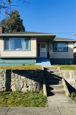 Photo 17: 1503 E 60TH Avenue in Vancouver: Fraserview VE House for sale (Vancouver East)  : MLS®# R2445267