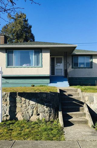 Photo 2: 1503 E 60TH Avenue in Vancouver: Fraserview VE House for sale (Vancouver East)  : MLS®# R2445267