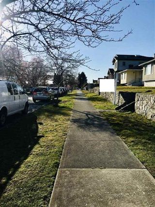 Photo 12: 1503 E 60TH Avenue in Vancouver: Fraserview VE House for sale (Vancouver East)  : MLS®# R2445267