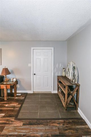 Photo 2: 38 Dominion Crescent in Saskatoon: Confederation Park Residential for sale : MLS®# SK797921