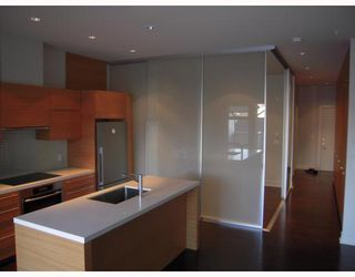 "Photo 4: 102 4463 W 10TH Avenue in Vancouver: Point Grey Condo for sale in ""WEST POINT GREY"" (Vancouver West)  : MLS®# V793763"