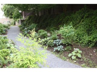 "Photo 2: # 109 1040 E BROADWAY BB in Vancouver: Mount Pleasant VE Condo for sale in ""MARINERS MEWS"" (Vancouver East)  : MLS®# V901306"