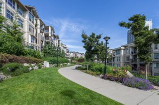 "Photo 18: 303 255 ROSS Drive in New Westminster: Fraserview NW Condo for sale in ""THE GROVE"" : MLS®# R2417529"