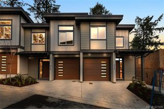 Main Photo: 917 Echo Valley Place in VICTORIA: La Bear Mountain Row/Townhouse for sale (Langford)  : MLS®# 421028