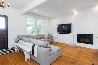 Photo 3: 442 E 2ND Street in North Vancouver: Lower Lonsdale House for sale : MLS®# R2499672