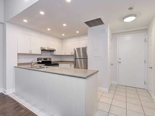 Photo 6: 306 4198 W Dundas Street in Toronto: Edenbridge-Humber Valley Condo for sale (Toronto W08)  : MLS®# W4951061