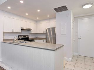 Photo 7: 306 4198 W Dundas Street in Toronto: Edenbridge-Humber Valley Condo for sale (Toronto W08)  : MLS®# W4951061
