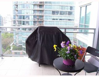 """Photo 8: 1403 120 MILROSS Ave in Vancouver: Mount Pleasant VE Condo for sale in """"THE BRIGHTON"""" (Vancouver East)  : MLS®# V645464"""
