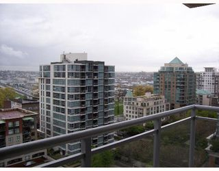 """Photo 9: 1403 120 MILROSS Ave in Vancouver: Mount Pleasant VE Condo for sale in """"THE BRIGHTON"""" (Vancouver East)  : MLS®# V645464"""