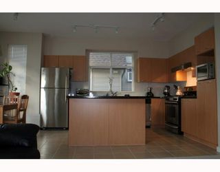 "Photo 3: 89 7288 HEATHER Street in Richmond: McLennan North Townhouse for sale in ""BARRINGTON WALK"" : MLS®# V650209"