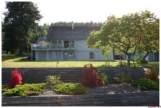 Photo 2: 3517 Eagle Bay Road in Eagle Bay: Waterfront Residential Detached for sale : MLS®# 10043461