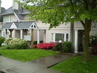 Photo 1: # 104 225 E 6th Street in North Vancouver: Lower Lonsdale Townhouse for sale : MLS®# V709789