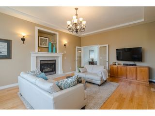 """Photo 6: 19040 60 Avenue in Surrey: Cloverdale BC House for sale in """"Cloverdale"""" (Cloverdale)  : MLS®# R2455554"""