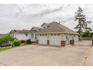"""Photo 21: 19040 60 Avenue in Surrey: Cloverdale BC House for sale in """"Cloverdale"""" (Cloverdale)  : MLS®# R2455554"""