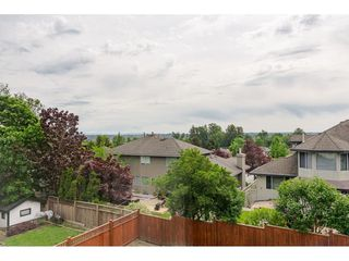 """Photo 16: 19040 60 Avenue in Surrey: Cloverdale BC House for sale in """"Cloverdale"""" (Cloverdale)  : MLS®# R2455554"""