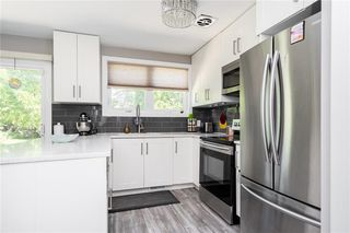 Photo 8: 50 Ericsson Bay in Winnipeg: Westwood Residential for sale (5G)  : MLS®# 202016667