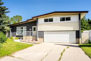 Photo 1: 50 Ericsson Bay in Winnipeg: Westwood Residential for sale (5G)  : MLS®# 202016667