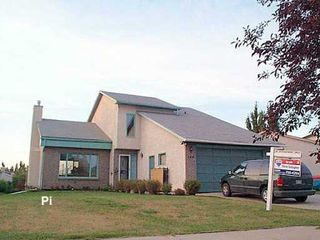 Photo 1: 138 POINT WEST Drive in Winnipeg: Fort Garry / Whyte Ridge / St Norbert Single Family Detached for sale (South Winnipeg)  : MLS®# 2613733