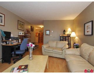 "Photo 4: 106 17661 58A Avenue in Surrey: Cloverdale BC Condo for sale in ""Wyndham Estates"" (Cloverdale)  : MLS®# F2805618"