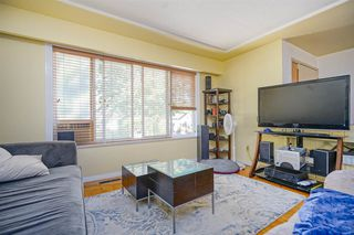 Photo 2: 2536 E 29TH Avenue in Vancouver: Collingwood VE House for sale (Vancouver East)  : MLS®# R2399407