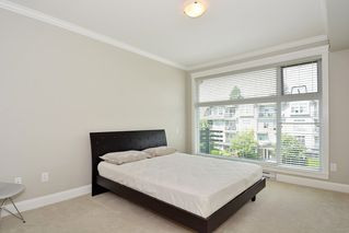 Photo 12: 301 15336 17A AVENUE in Surrey: King George Corridor Condo for sale (South Surrey White Rock)  : MLS®# R2386541