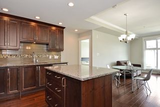 Photo 3: 301 15336 17A AVENUE in Surrey: King George Corridor Condo for sale (South Surrey White Rock)  : MLS®# R2386541