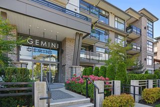 Photo 1: 301 15336 17A AVENUE in Surrey: King George Corridor Condo for sale (South Surrey White Rock)  : MLS®# R2386541