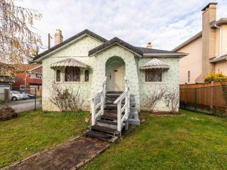 Photo 1: 215 E 36TH Avenue in Vancouver: Main House for sale (Vancouver East)  : MLS®# R2422049