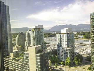 "Photo 4: 1304 1333 W GEORGIA Street in Vancouver: Coal Harbour Condo for sale in ""The Qube"" (Vancouver West)  : MLS®# R2472774"