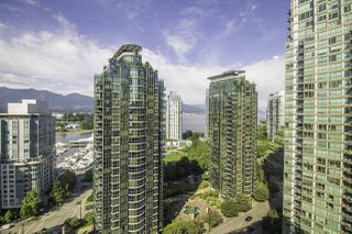 "Photo 6: 1304 1333 W GEORGIA Street in Vancouver: Coal Harbour Condo for sale in ""The Qube"" (Vancouver West)  : MLS®# R2472774"