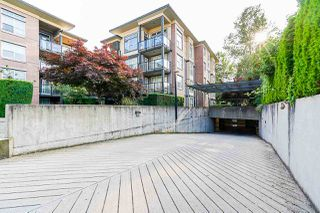 "Photo 7: 424 10707 139 Street in Surrey: Whalley Condo for sale in ""Aura 11"" (North Surrey)  : MLS®# R2479354"