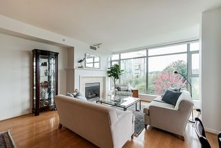 "Photo 2: 405 1790 BAYSHORE Drive in Vancouver: Coal Harbour Condo for sale in ""BAYSHORE GARDENS - TOWER 1"" (Vancouver West)  : MLS®# R2502869"