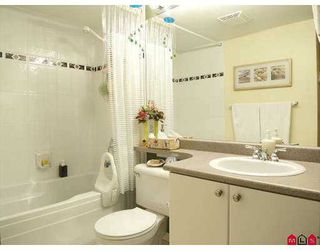 """Photo 7: 102 9668 148TH Street in Surrey: Guildford Condo for sale in """"Hartford Woods"""" (North Surrey)  : MLS®# F2708575"""