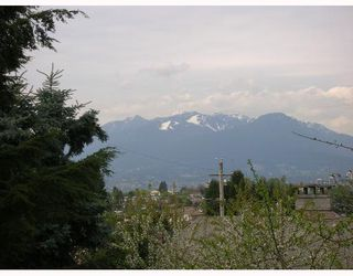"""Photo 4: 210 5568 BARKER Ave in Burnaby: Central Park BS Condo for sale in """"PARK VISTA"""" (Burnaby South)  : MLS®# V645305"""