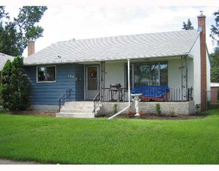 Photo 2: 708 MCADAM Avenue in WINNIPEG: West Kildonan / Garden City Single Family Detached for sale (North West Winnipeg)  : MLS®# 2711404