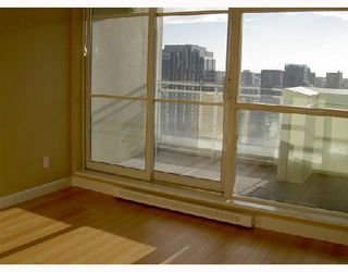 """Photo 9: 3001 438 SEYMOUR Street in Vancouver: Downtown VW Condo for sale in """"CONFERENCE PLAZA"""" (Vancouver West)  : MLS®# V675251"""